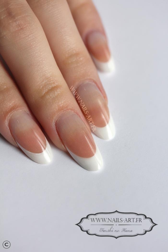 Pose r sine amandes simples nature nails nails art - Ongle en gel amande ...