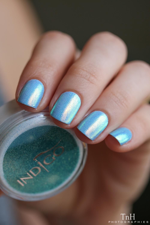 Indigo Sirene aquarius sur bleu ciel 01